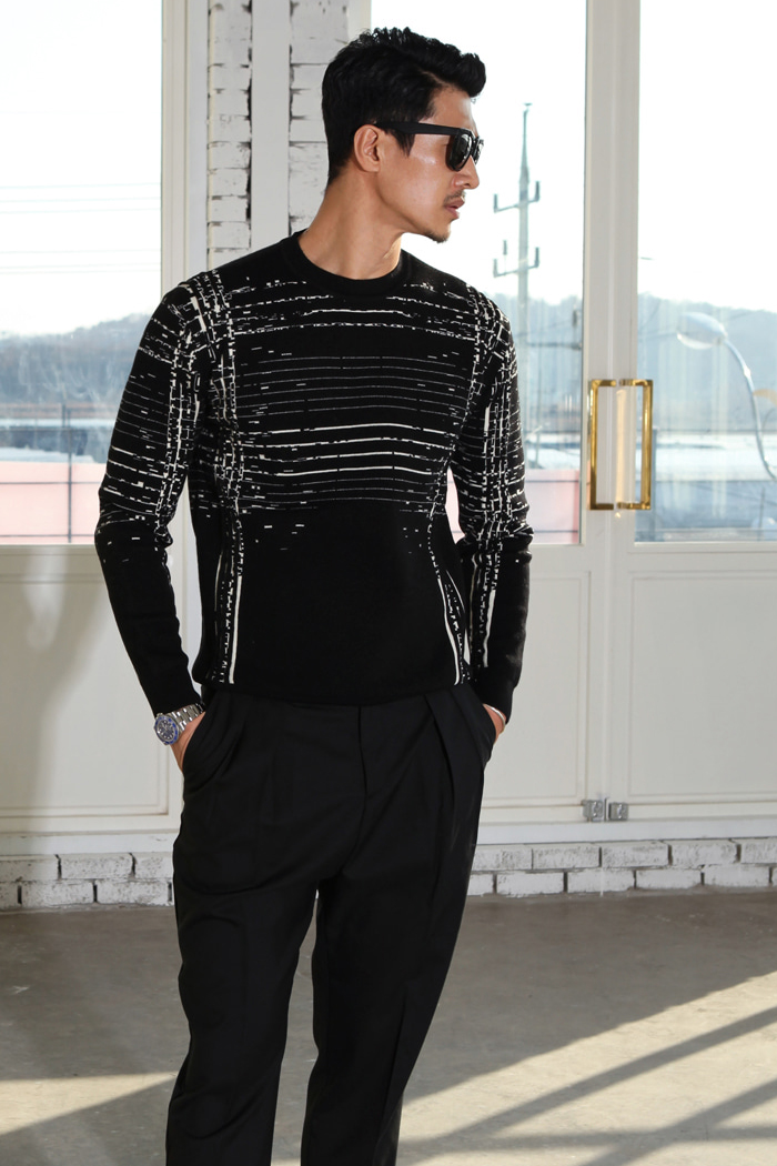 Matrix graphic shirring man to man knit/black